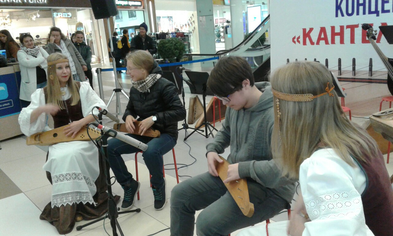 Kantele master class at the shopping mall in Petrozavodsk